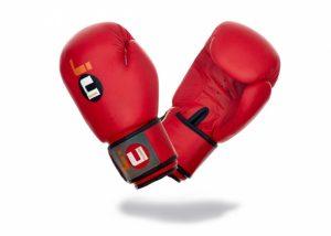 Боксерские перчатки для начинающих красные